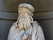 Leonardo Da Vinci, standbeeld in de Uffizi-Galerijbinnenplaats, Florence, Italië stock foto's