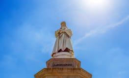 Leonardo da Vinci Statue i Milan, Scala fyrkant, Milan, Italien arkivfoton