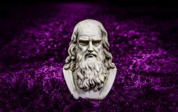 Leonardo purple carpet. Leonardo da vinci statue, one of the greatest mind in the humanity, on purple carpet background royalty free stock images