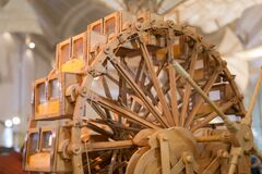 Leonardo Da Vinci Wooden Ingenious Time Machine