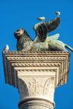 Leone alato sul quadrato del ` s di St Mark a Venezia, Italia Immagine Stock