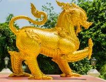 Leone dorato di stile tailandese Fotografie Stock