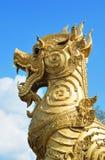 Leone dorato nel tempiale, Asia Tailandia Fotografie Stock