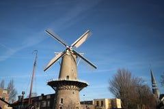 Leone rosso di Windmill de Roode Leeuw in Englisch al turfsingel a gouda del centro nei Paesi Bassi fotografia stock libera da diritti