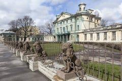 29 leones cerca del señorío Kushelev-Bezborodko St Petersburg Foto de archivo libre de regalías