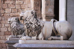 Leoni all'entrata del palazzo di Almudaina in Palma de Mallorca Immagine Stock