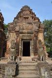 Leoni del guardiano nel tempiale di Preah Ko Fotografia Stock