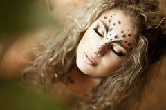 leopard κοριτσιών όπως την πολυτ Στοκ Φωτογραφίες