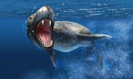 Leoparddichtung unter Wasser mit Abschluss oben auf Kopf und offenem Mund. Lizenzfreie Stockbilder
