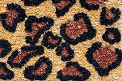 Leopardtextur som göras av pappers- blommor Djur tryckbakgrund Royaltyfria Bilder