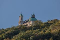 Leopoldsberg en otoño en Viena, Austria imagen de archivo