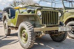 LEOPOLI, UCRAINA - APRILE 2016: Vecchio retro convertibile d'annata della jeep del veicolo militare Immagini Stock