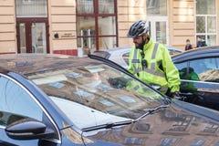 Leopoli, Ucraina 06 11 2018 Pattuglia della polizia in biciclette spole immagine stock