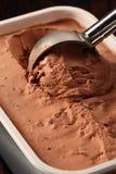 Lepel van chocoladeroomijs Royalty-vrije Stock Foto's