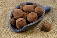 Lepel van chocoladetruffels Stock Foto's