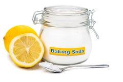 Lepel zuiveringszout en citroenvruchten voor veelvoudig holistic u stock foto's