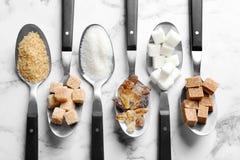 Lepels met verschillende types van suiker Stock Fotografie