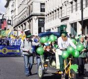 Leprechaun che guida una bici Immagini Stock Libere da Diritti