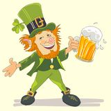Leprechaun della st Patricks con birra Fotografie Stock Libere da Diritti