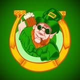Leprechaun trzyma kubek piwo w jego ręce i Obraz Stock