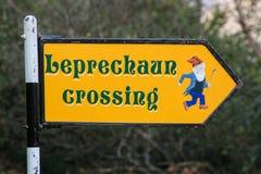 Leprechaun znaka skrzyżowanie, Irlandia Zdjęcie Royalty Free