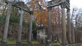 Leptis Magna Roman Ruin Pillars in Windsor Great Park Surrey immagine stock libera da diritti