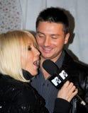 Lera Kudryavtsevwith seine Frau am Premiere scre Lizenzfreies Stockbild
