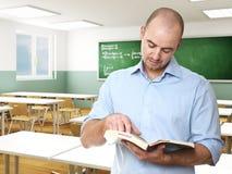 Leraar in een klaslokaal Royalty-vrije Stock Afbeelding