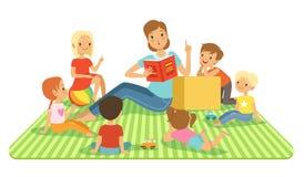 Leraar en jonge geitjes in groot klaslokaal bij les De zitting van kinderen bij hun dasks Vectorillustraties in beeldverhaalstijl stock illustratie