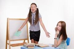 Leraar en student wordt verrast die om zeer te horen Stock Afbeeldingen