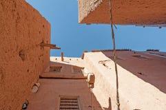 Lerabyggnader i en moroccan stad Royaltyfria Bilder