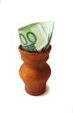 Lerakruka med euroräkningar Isolerat på vit Arkivbilder