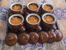 Lerakrukor för att laga mat royaltyfria bilder