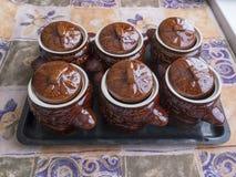 Lerakrukor för att laga mat royaltyfri fotografi