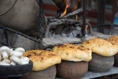 Lerakrukor för den turkiska Testi kebaben arkivfoton
