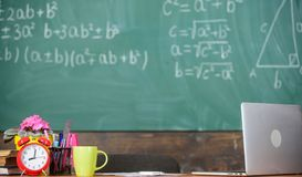 Lerarenattributen Arbeidsvoorwaarden die de potentiële leraren moeten overwegen De lijst met school levert wekker stock afbeeldingen