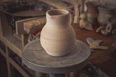 Leratillbringare på ett hjul för keramiker` s Arkivfoton