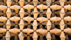 Lerciume Clay Flowerpot Connected Pattern anziano usato come struttura del fondo immagini stock