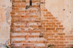 Lerciume e vecchia parete della costruzione con cemento ed il mattone immagine stock libera da diritti
