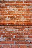 Lerciume e vecchia parete della costruzione con cemento e mattone sulla casa immagini stock