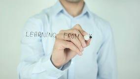 Leren van Uw Fout is Wijs, Schrijvend op het Transparante Scherm stock video