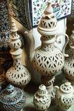 Lergods i marknaden, Djerba, Tunisien royaltyfri foto