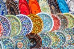 Lergods i marknaden, Djerba, Tunisien royaltyfria foton