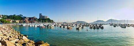Lerici typisk by, slott och port i Liguria Royaltyfria Bilder