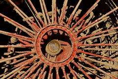 Lerig eker av ett enormt hjul för ångamotor royaltyfri fotografi