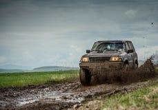 Lerig jeep arkivfoto