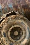 Leriga hjul av den stora lastbilen arkivbilder