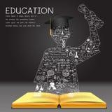 Lernen des Konzeptes Das Wissen vom Buch steht erfolgreichem Schulabgänger Lizenzfreie Stockfotografie