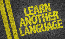 Lernen Sie eine andere Sprache, die auf die Straße geschrieben wird lizenzfreies stockbild