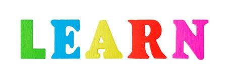 Lernen Sie Wort mit hölzernen Buchstaben Stockbilder